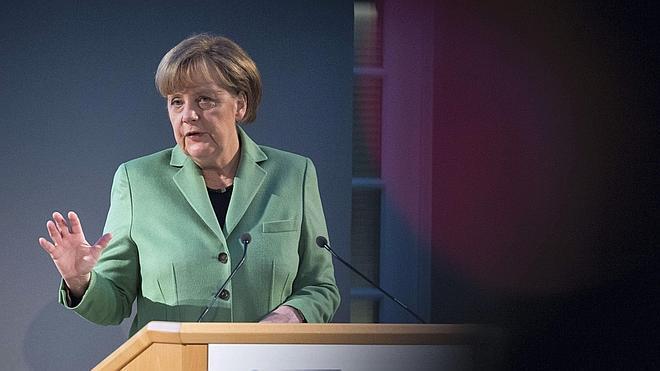Merkel dice que Rusia «ha puesto en cuestión el orden pacífico en Europa» por su actuación en Siria