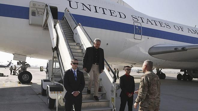 Hagel visita por sorpresa a las tropas estadounidenses en Afganistán