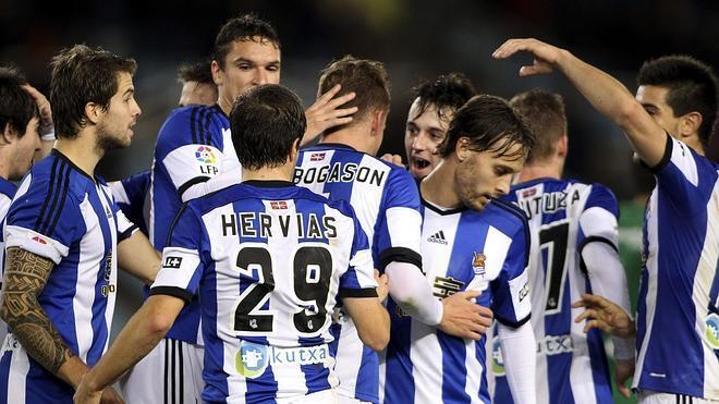 Finnbogason deslumbra en la victoria de la Real ante el Oviedo