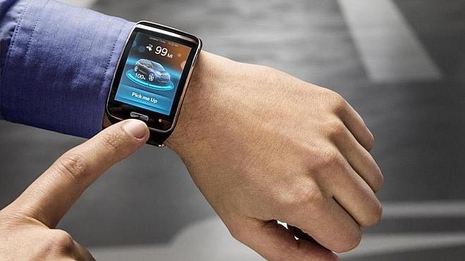 BMW prepara un coche que se puede aparcar con un reloj