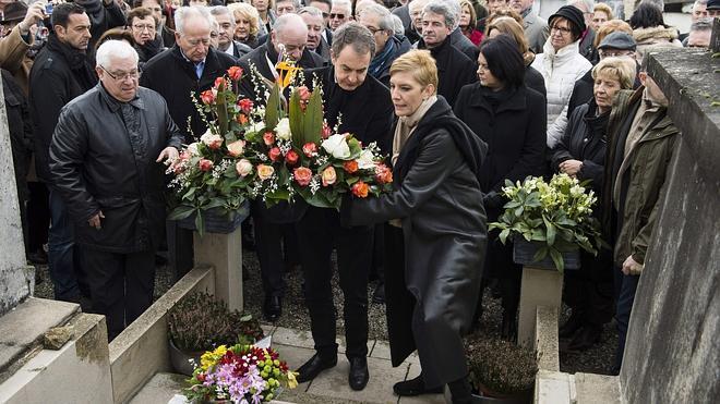 Zapatero visita la tumba de Azaña en Francia
