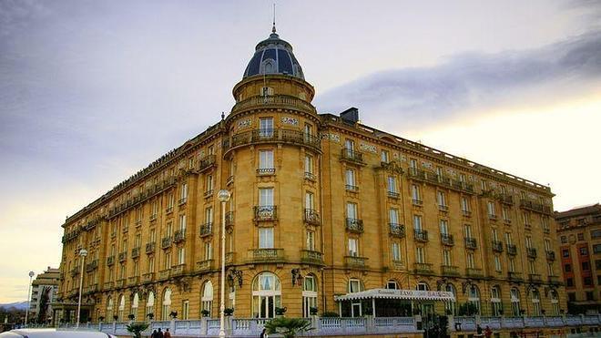 Un hotel cobijo de reyes y actores