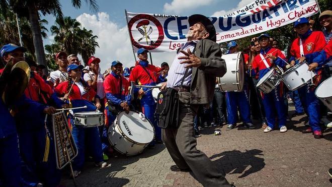 El chavismo y la oposición se vuelven a echar a la calle