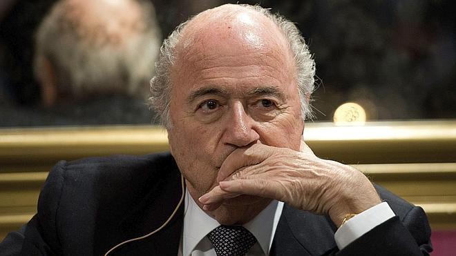 Blatter condena los incidentes racistas de los últimos días