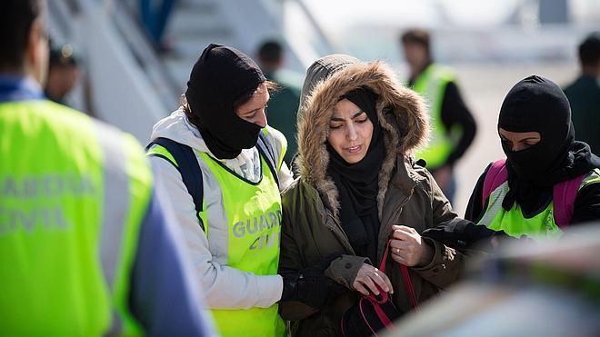 La Guardia Civil detiene en El Prat a una marroquí que pretendió alistarse en el Estado Islámico