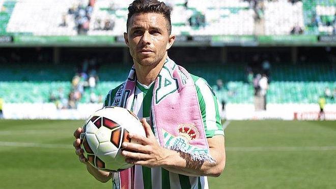 Rubén Castro marca tres goles y aviva la polémica de los cánticos