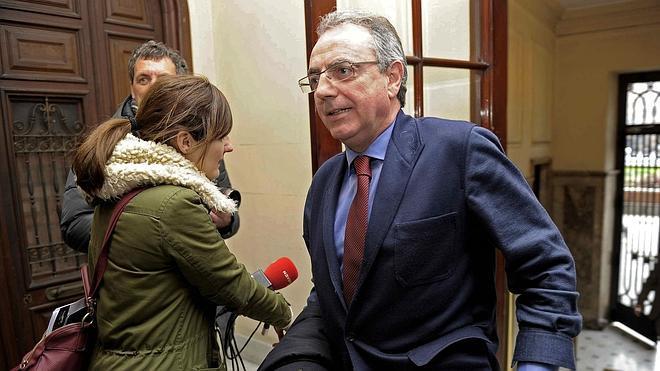 Denuncia contra excargos del Gobierno de Navarra