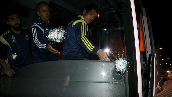 Detenidos dos sospechosos del ataque armado al autobús del Fenerbahçe