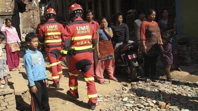 La búsqueda de los seis españoles no localizados en Nepal se extiende un día más