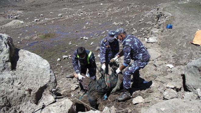 Las autoridades locales creen que podría haber hasta 300 cadáveres sepultados en Langtang