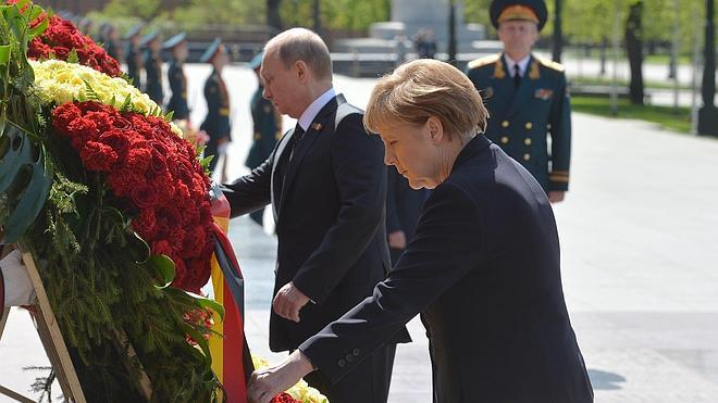 Merkel y Putin acuerdan trabajar juntos pese a las diferencias sobre Ucrania