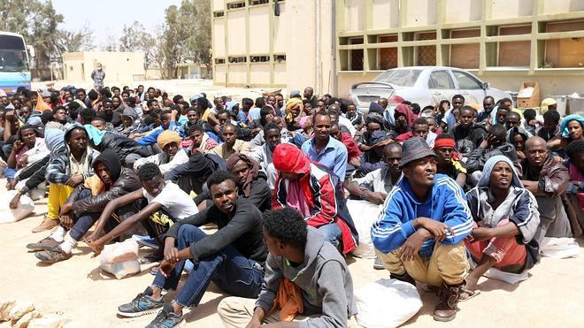 La violencia obliga a cientos de inmigrantes a huir de Libia