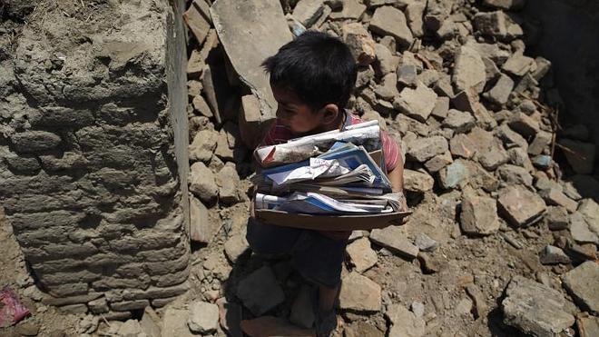 Al menos 65 muertos y un millar de heridos en un nuevo terremoto en Nepal