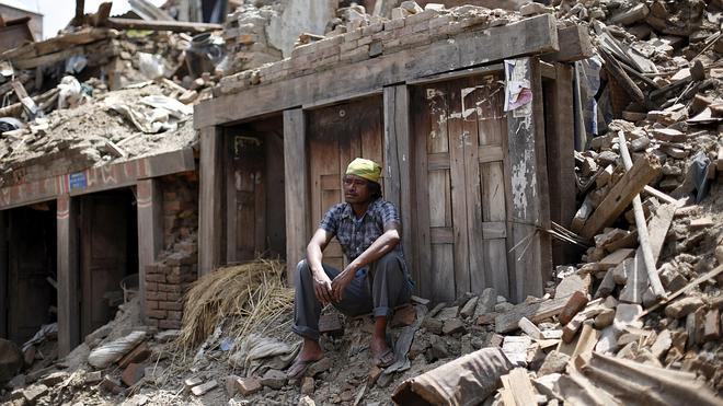 Nepal busca supervivientes del último seísmo en medio de la desolación