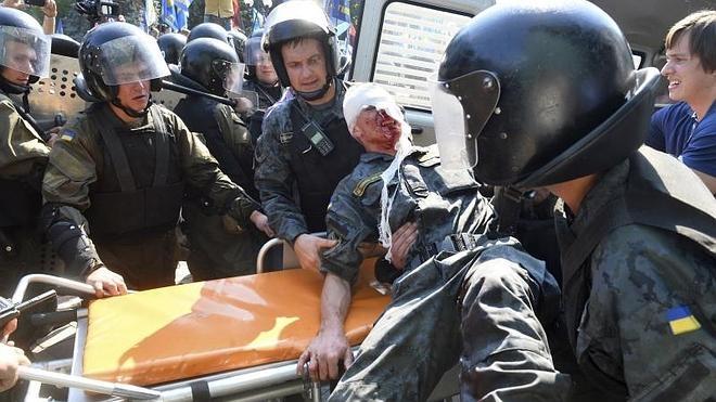 Muere un tercer policía ucraniano tras los altercados en Kiev