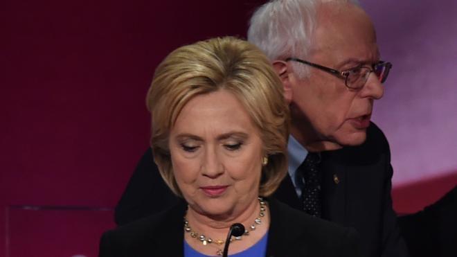 Clinton y Sanders mantienen un áspero choque a dos semanas de Iowa