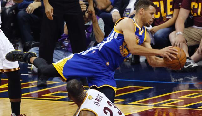 Curry supera a Lebron en el cuarto partido