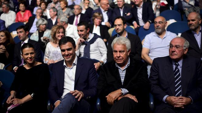 Felipe González pide al PSOE que dialogue con Rajoy y facilite un Gobierno minoritario