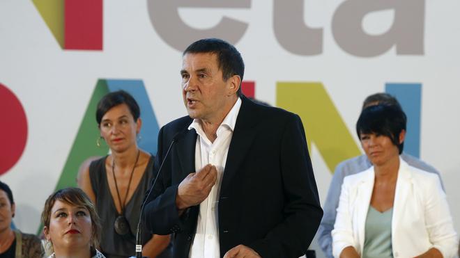 Otegi propone a PNV y Podemos diálogo para lograr un «acuerdo de país»