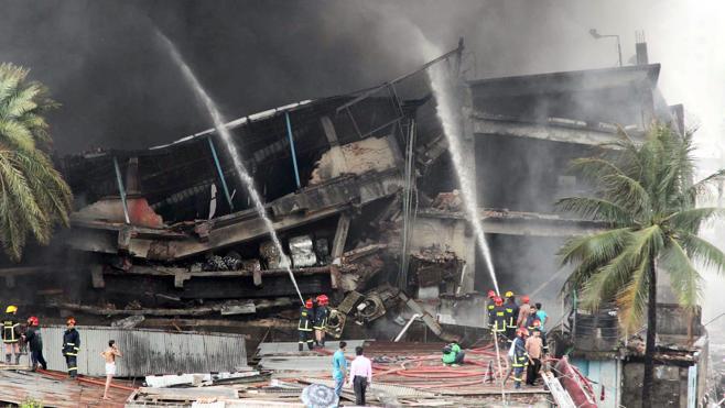 Al menos 23 muertos en un incendio en una fábrica en Bangladesh