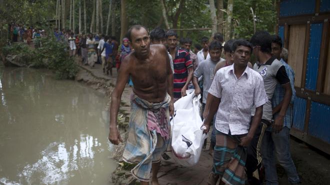 Al menos 18 muertos, cinco de ellos niños, al naufragar un bote en Bangladesh