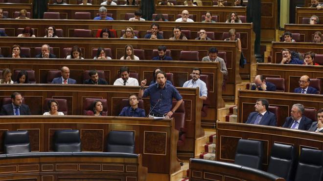 La oposición critica la ausencia de De Guindos para dar cuenta del 'caso Soria'
