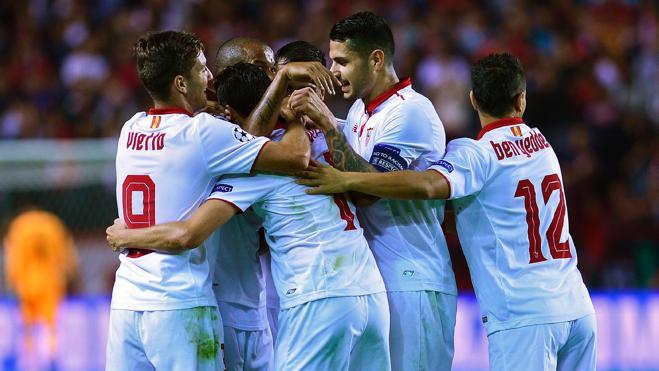 El Sevilla golea para convertirse en líder