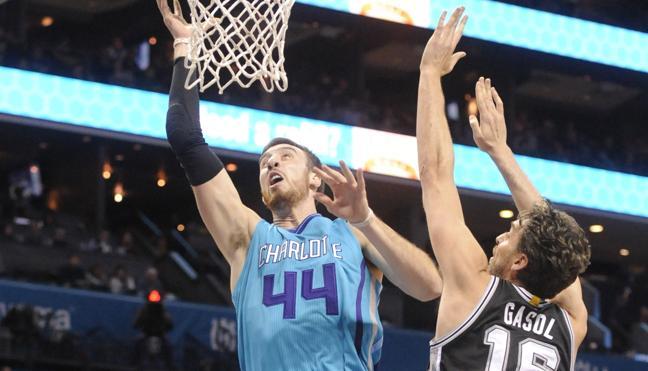 Los hermanos Gasol lideran la victoria de los Spurs y de los Grizzlies