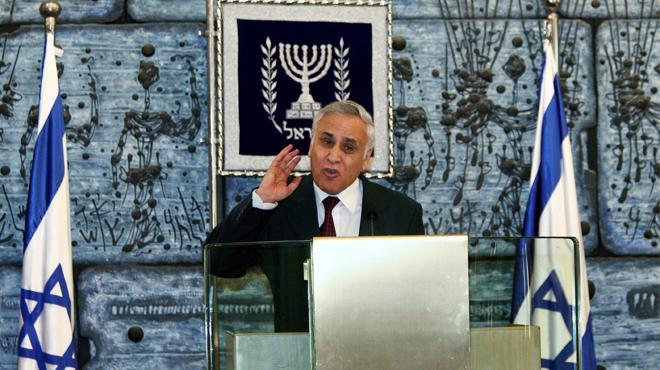El expresidente israelí Katzav sale de prisión