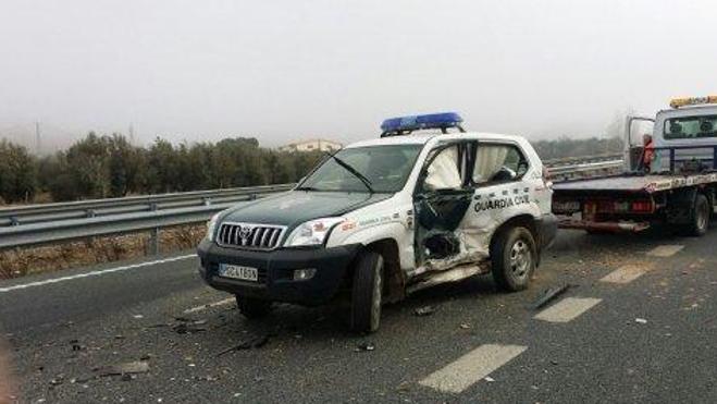 Vídeo | Un kamikaze embiste un coche patrulla de la Guardia Civil en Granada