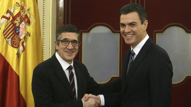 Elorza apoya a Sánchez frente a Patxi López: «Mejor el original que la copia borrosa»