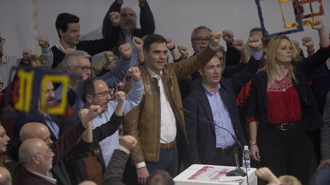 Sánchez se compromete a que los acuerdos de gobierno los refrende la militancia