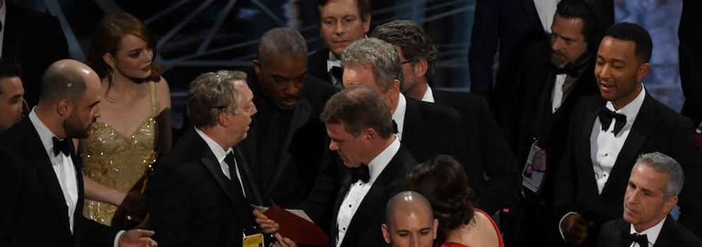 'Moonlight' arrebata (literalmente) la noche a 'La La Land'