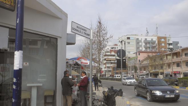 Una ciudad albanesa dedica una calle a Donald Trump