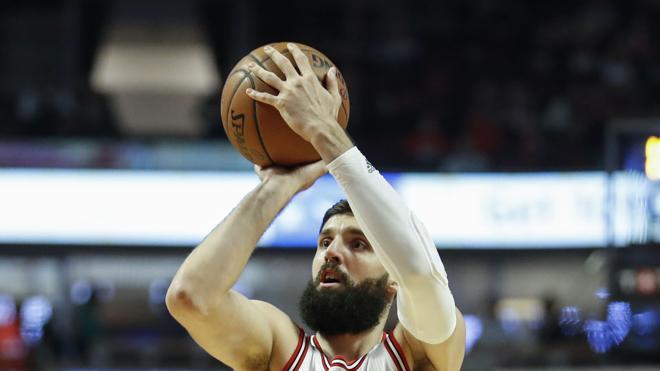 Mirotic mantiene a los Bulls en la lucha por los 'playoffs'