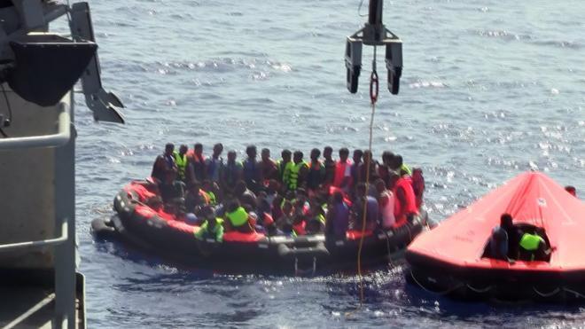 Al menos 97 migrantes desaparecidos tras un naufragio frente a las costas de Libia