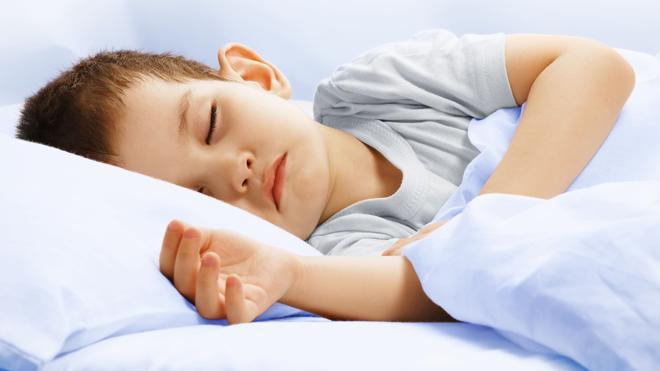 El sueño comunica dos regiones distantes del cerebro infantil e involucradas en el control motor