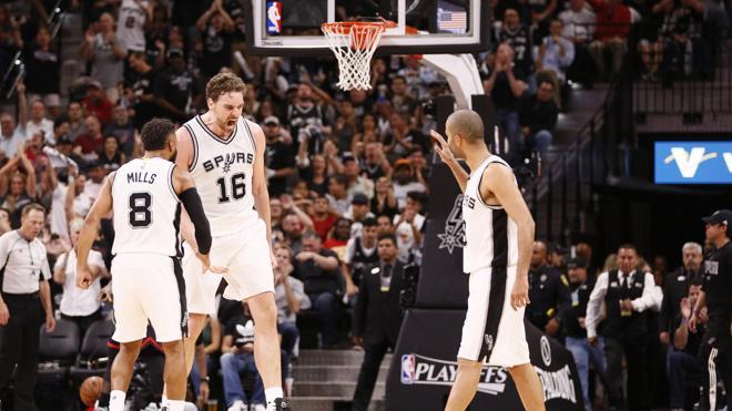 Leonard y Gasol fueron la fórmula ganadora para que los Spurs empaten la serie