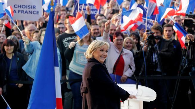 Le Pen cae en la recta final