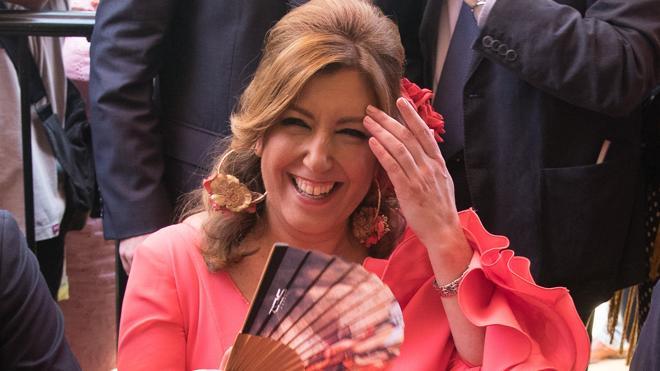 Susana Díaz aventaja a Pedro Sánchez tras el recuento de avales