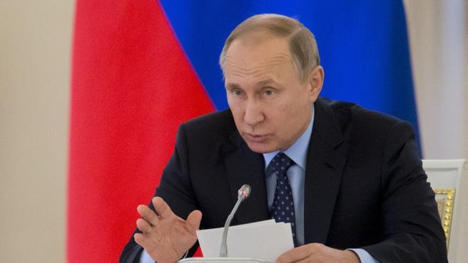 Putin urge a Macron a «superar la desconfianza mutua» y a «unir fuerzas»