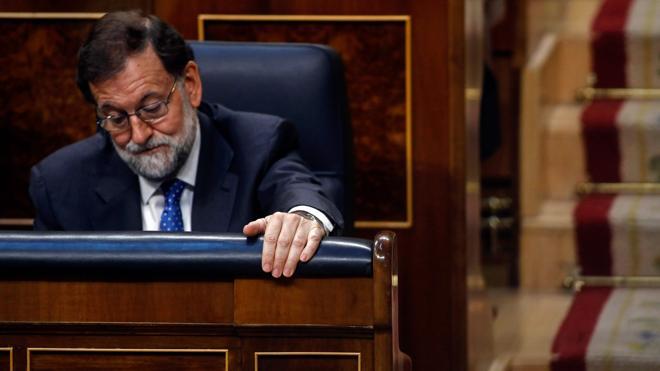 Rajoy se equivoca y vota contra sus propios Presupuestos