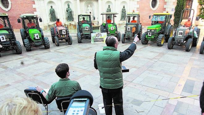 La música de 12 tractores inaugura Ensems