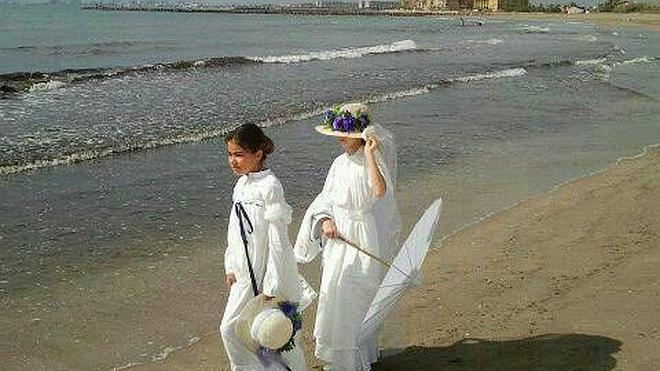 Niños de un colegio de Meliana llevan a la playa su estudio sobre Sorolla