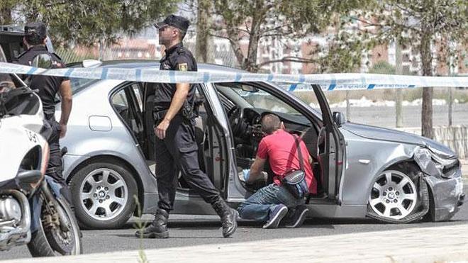 Un herido de bala en una persecución policial con disparos y dos detenidos