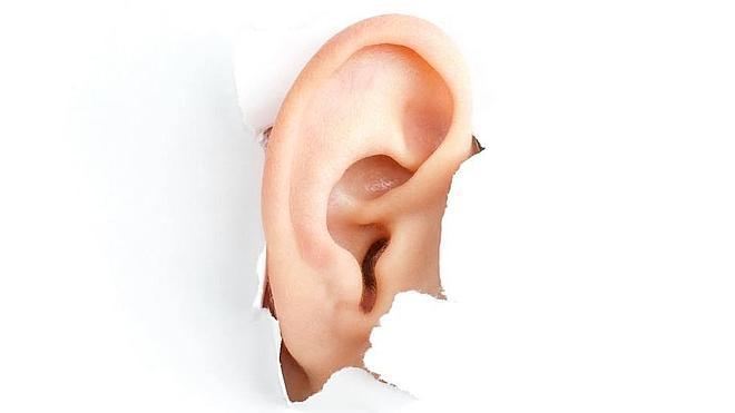 ¿Por qué nos pitan los oídos?