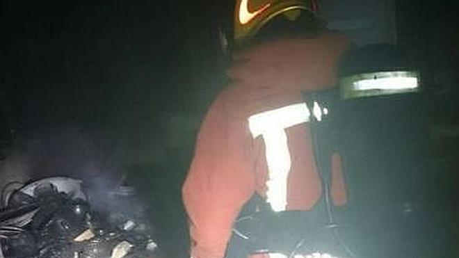 Un incendio en una vivienda de Xàtiva obliga a evacuar todo el edificio
