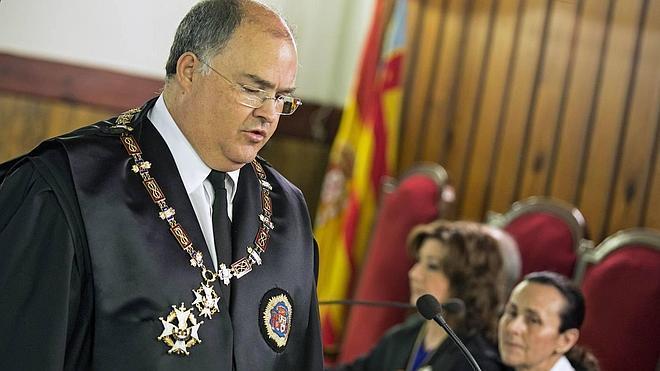 Una decena de fiscales no acuden a la toma de posesión de De Rosa por marginar al fiscal superior