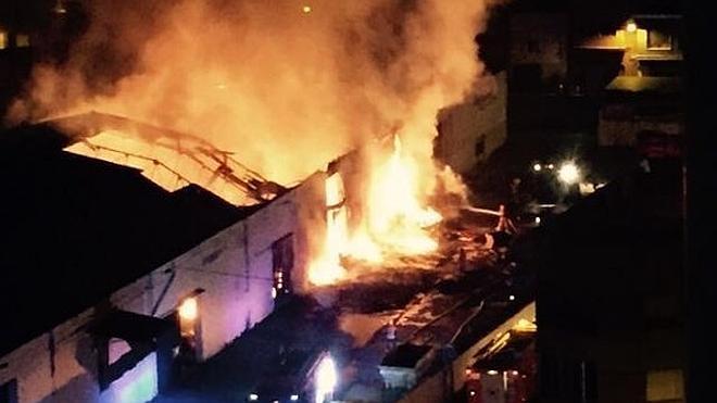 Espectacular incendio en una cooperativa de Alginet