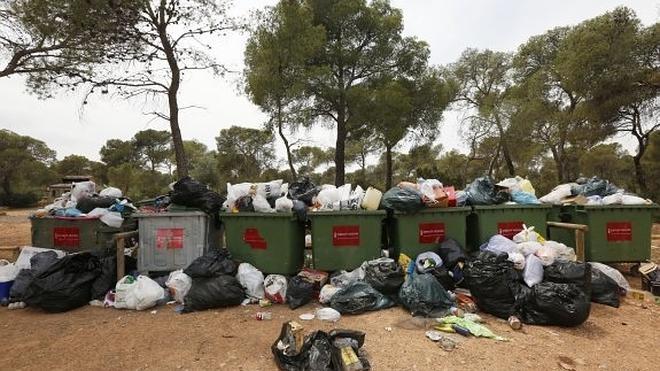La basura se desborda en plena Calderona